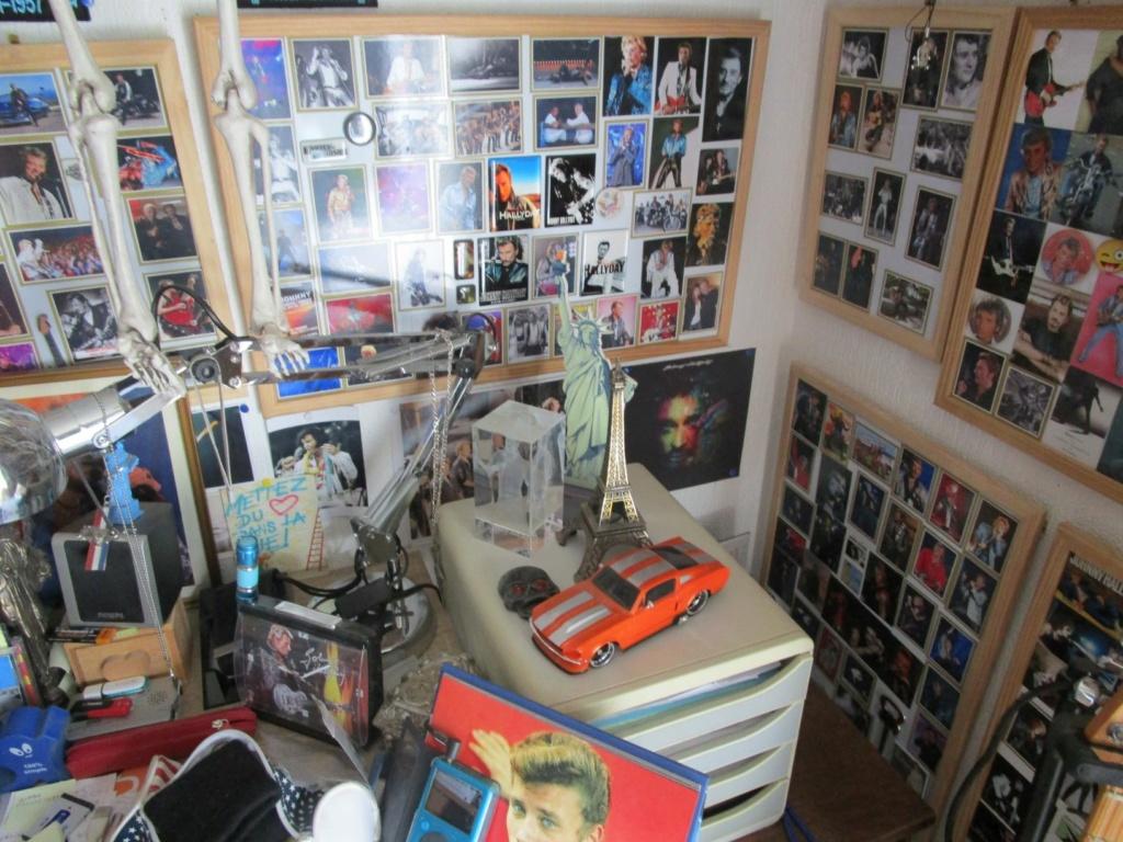 il vend toute sa collection dédiée à Johnny Hallyday sur Le Bon Coin Forum_10