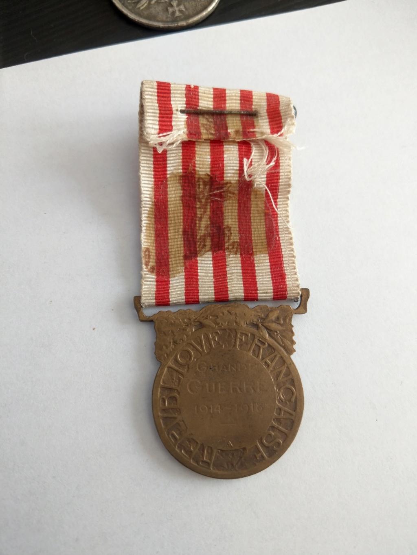 Décorations militaires de la WWI à estimer Imag2535