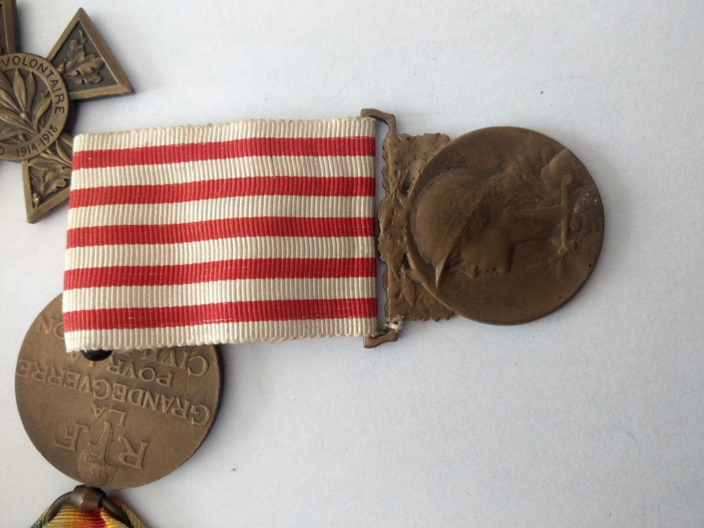 Décorations militaires de la WWI à estimer Imag2536