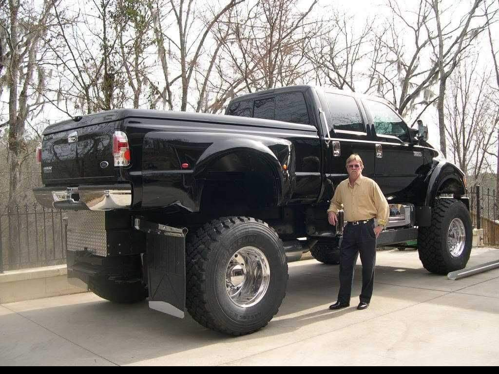 Attention à vos yeux en regardant ces photos du Hummer H1 de John avec des pneus aussi gros que son wagon pour équiper son F650 Ford  Receiv19