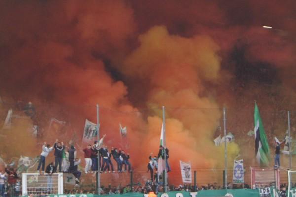 Photos Pyrotechnie (Torches, Pots à Fumée...) - Page 15 9ce60010