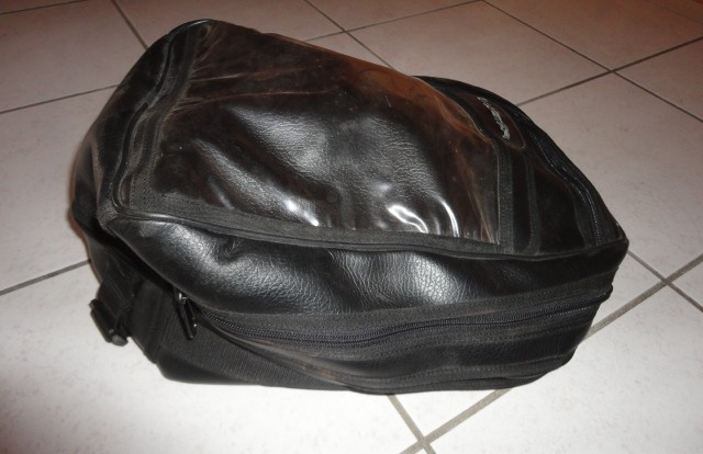 [repris par le vendeur] Tapis+sacoche réservoir BM 1100 GS Dsc05114
