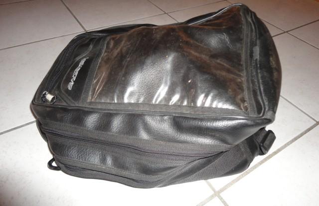 [repris par le vendeur] Tapis+sacoche réservoir BM 1100 GS Dsc05115