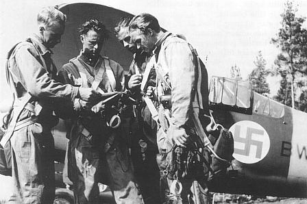Ilmari Juutilainen(1914/1999)pilote Finlandais    27090110