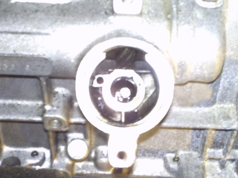 Comment remplacer l'axe de pompe à huile sur 2,1 turboD Photo110