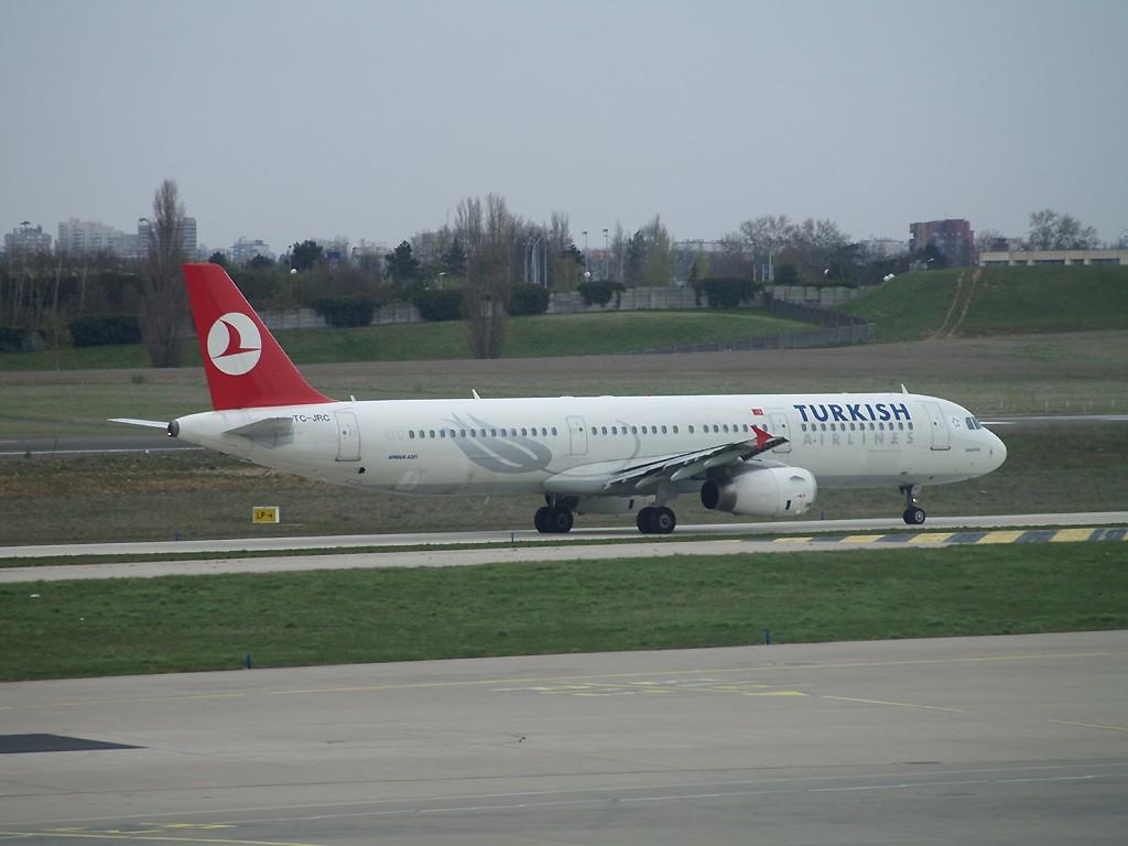 goodbye Turkish et Egyptair, bonjour Mauritiana Airways Tc-jrc11