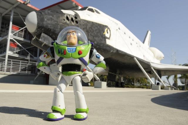 Buzz Lightyear : vers l'infini et surtout L'ESPACE! 0513as10