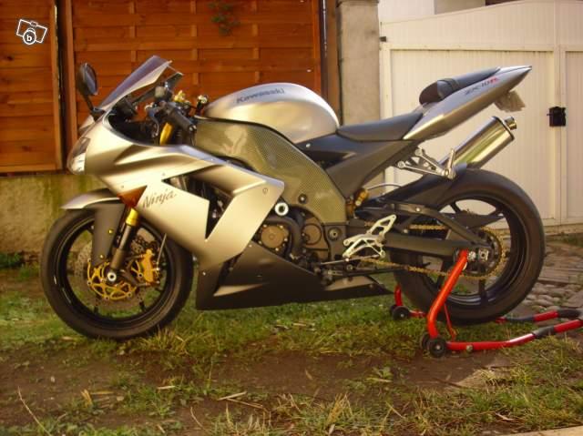 Kawasaki ZX 10 R 2004 ( 05 ) Moto1110