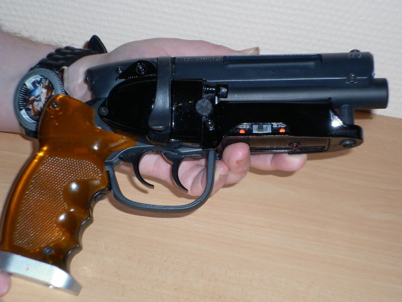OFF WORLD : Blade runner , pistolet , blaster , prop , Deckard , Off World 25 anniversaire Kgrhqn12