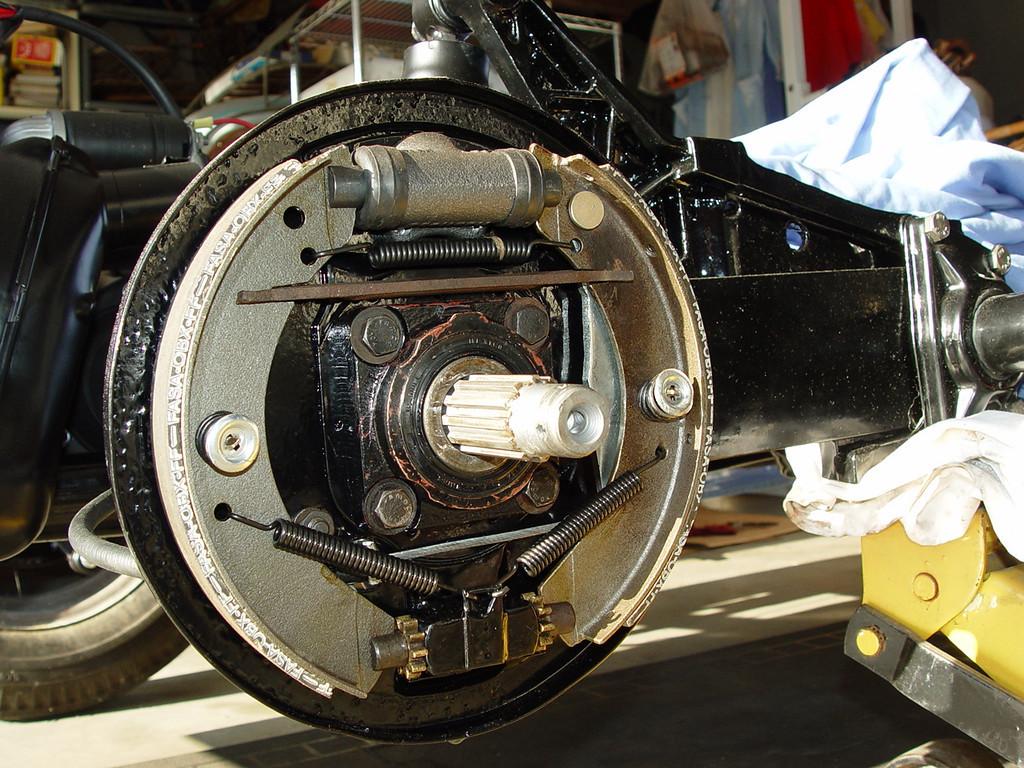 Définition technique des freins arrière lowlight début 57 59779611
