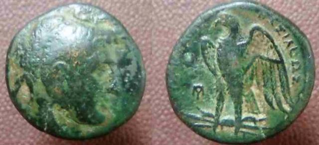 Bronze lagide monogramme [résolu, Ptolémée Ier] Bronze11