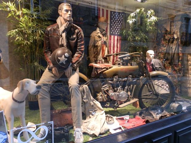 Une Harley en Vitrine à Montréal Bretag86