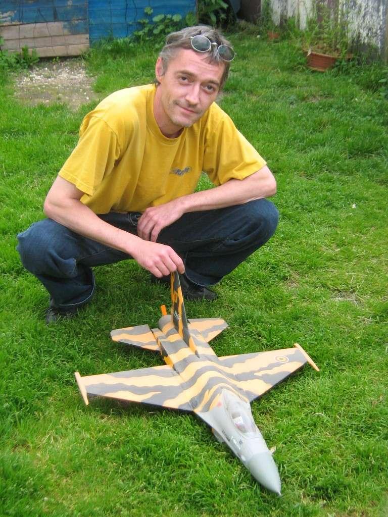 Des maquettes de jet dont on peut être fier. F16_b10