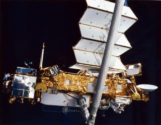 Rentrée du satellite UARS Uars-s10