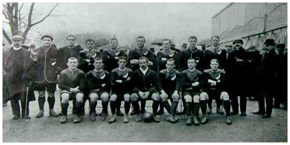 les All Blacks lors de leur première tournée dans les Iles Britanniques en 1905. Tournée qui se termina en France début 1906. 1906_n11
