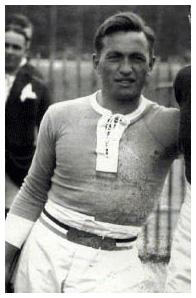 18 mai 1927 C'est la dernière apparition officielle d'Yves du Manoir Yves_d10