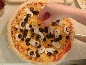 اسهل بيتزا مع الصور 10476_16