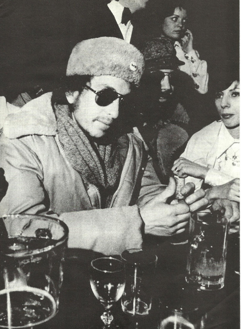 Kinky Bob - Page 9 Dylan210