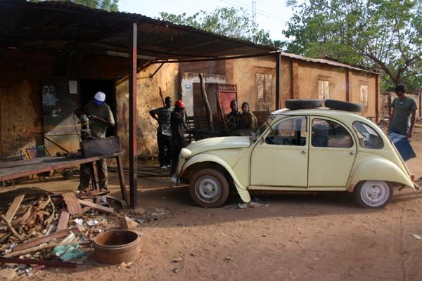 Récit d'un voyage en Afrique à bord d'une 2CV 2006 021_ma10