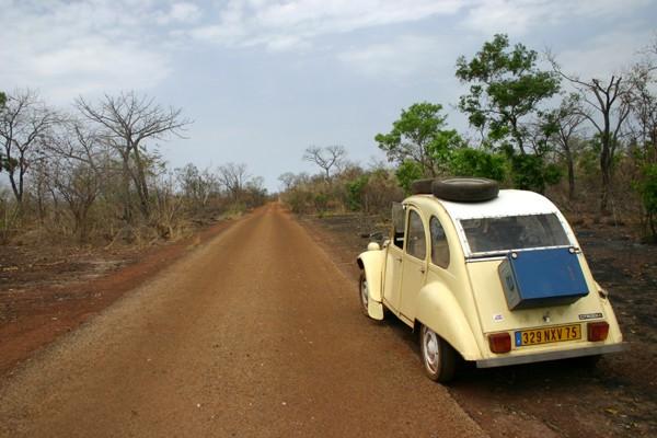 Récit d'un voyage en Afrique à bord d'une 2CV 2006 025_ma10