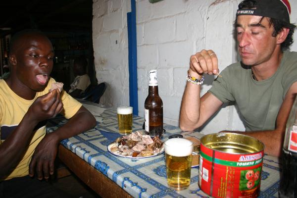 Récit d'un voyage en Afrique à bord d'une 2CV 2006 041_bu10
