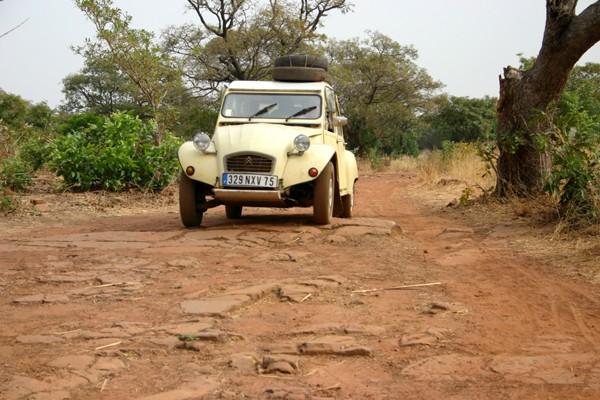 Récit d'un voyage en Afrique à bord d'une 2CV 2006 124_bu10