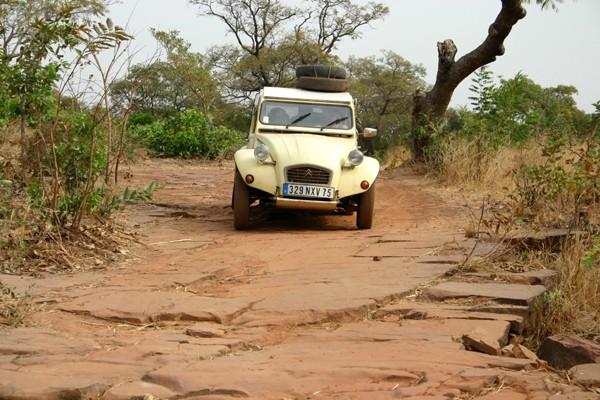 Récit d'un voyage en Afrique à bord d'une 2CV 2006 125_bu10