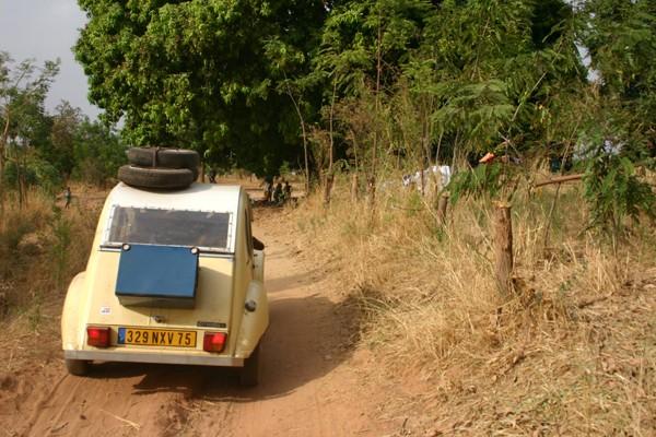 Récit d'un voyage en Afrique à bord d'une 2CV 2006 129_bu10