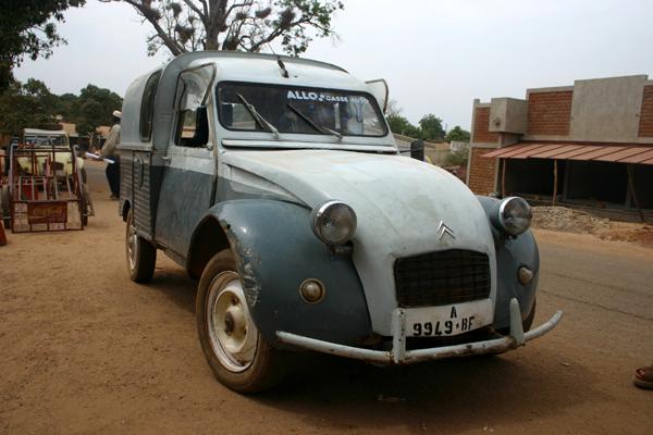 Récit d'un voyage en Afrique à bord d'une 2CV 2006 224_bu10