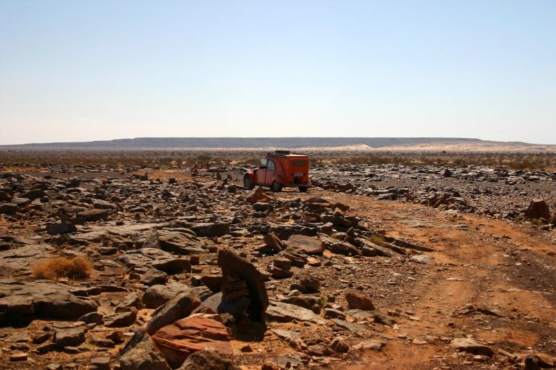 Récit d'un voyage en Afrique à bord d'une 2CV 2006 2cv_bi22