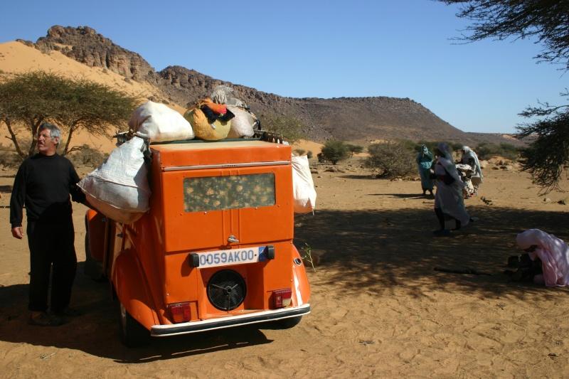 Récit d'un voyage en Afrique à bord d'une 2CV 2006 2cv_bi25
