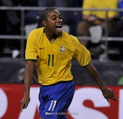 روبينيو يقود البرازيل للفوز على كندا وديا Epa_s206