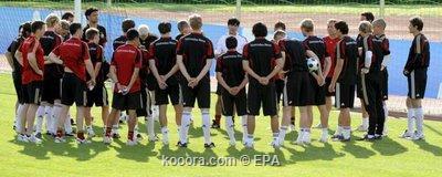 """المنتخب الألماني يصل إلى سويسرا لخوض يورو 2008 ويفرض """"السرية"""" على التدريبات Epa_s214"""
