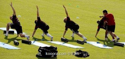 """المنتخب الألماني يصل إلى سويسرا لخوض يورو 2008 ويفرض """"السرية"""" على التدريبات Epa_s215"""