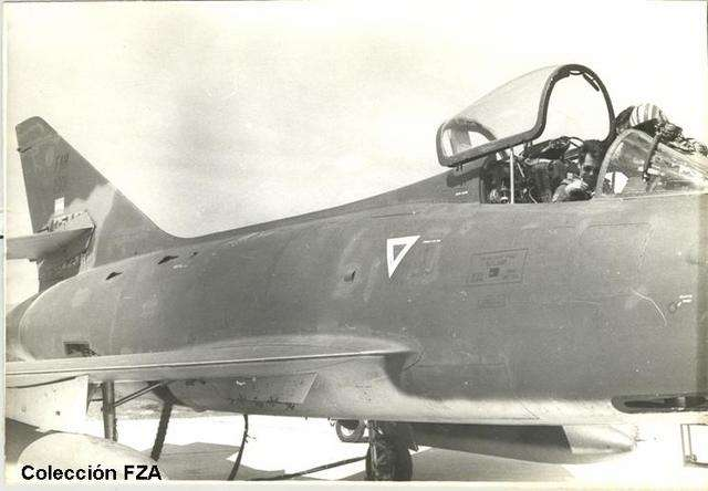 Dassault Super Mystere de la F.A.H Fza9pm10