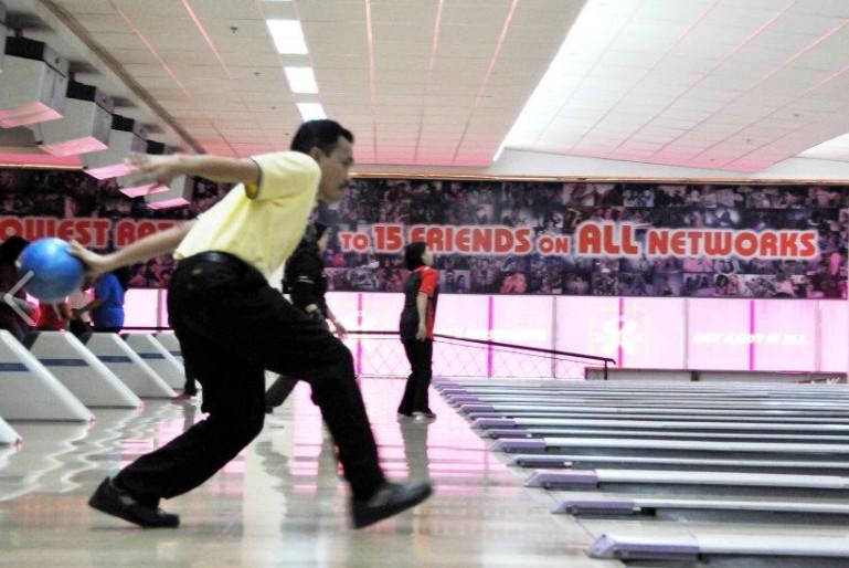 Ahli KSH JPS Kota Belud sudah mula main bowling.....:) B510