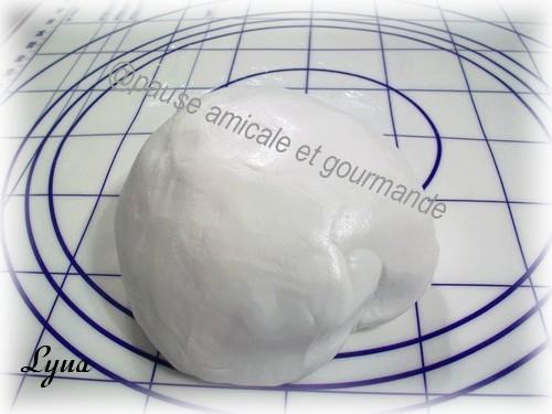 Fondant à la guimauve ou pâte à sucre pour recouvrir ou décorer des gâteaux Fondan10