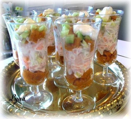 Verrines de crevettes sauce tzatziki et gelée de tomates Verrin11