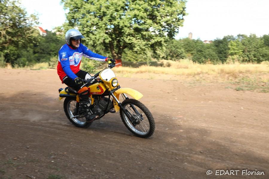 Oui, la Cobra 74 TT est une véritable petite moto de tout terrain! 2357_i10