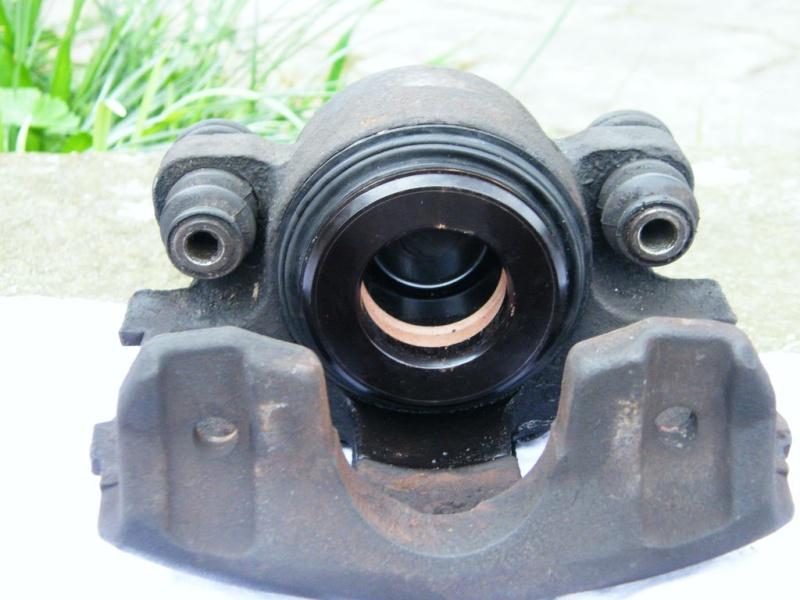 remplacement piston et  joint d'etrier de frein AV sur ZJ 3f8zj-10