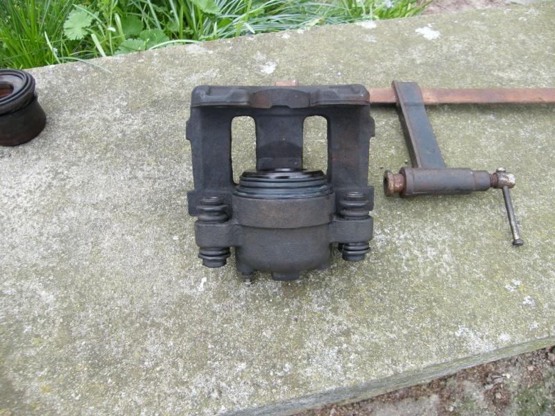 remplacement piston et  joint d'etrier de frein AV sur ZJ Eypgcm10