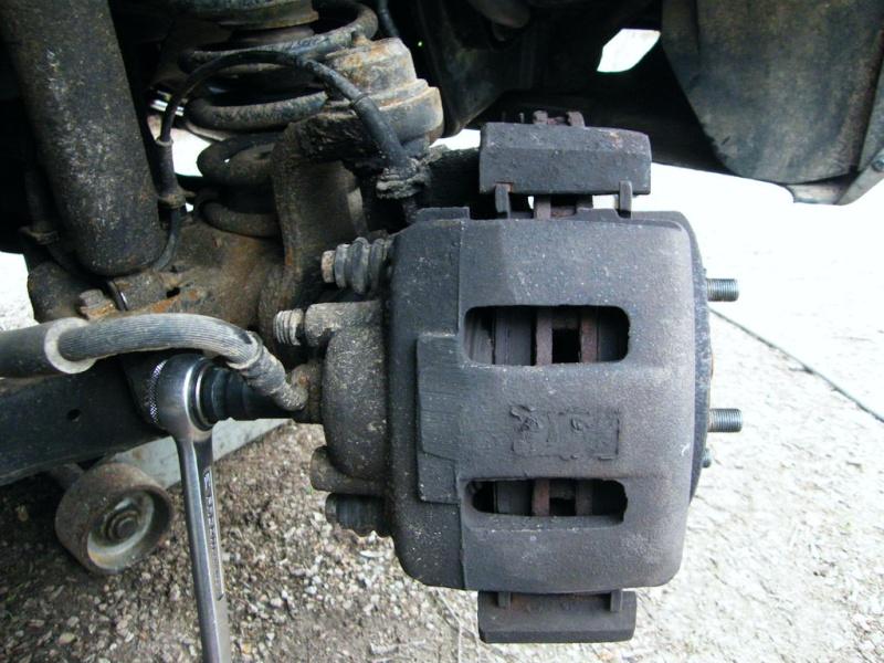 remplacement piston et  joint d'etrier de frein AV sur ZJ Ytpnba10