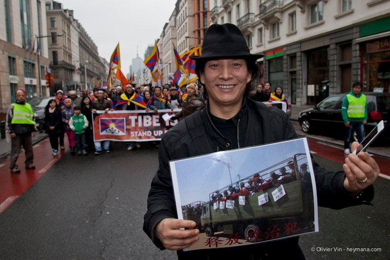 Manifestation pour le Tibet à Bruxelles - Page 2 42083310