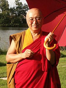 La prière qui apaise les souffrances Par Pema Wangyal Rinpoche  Pema_w10