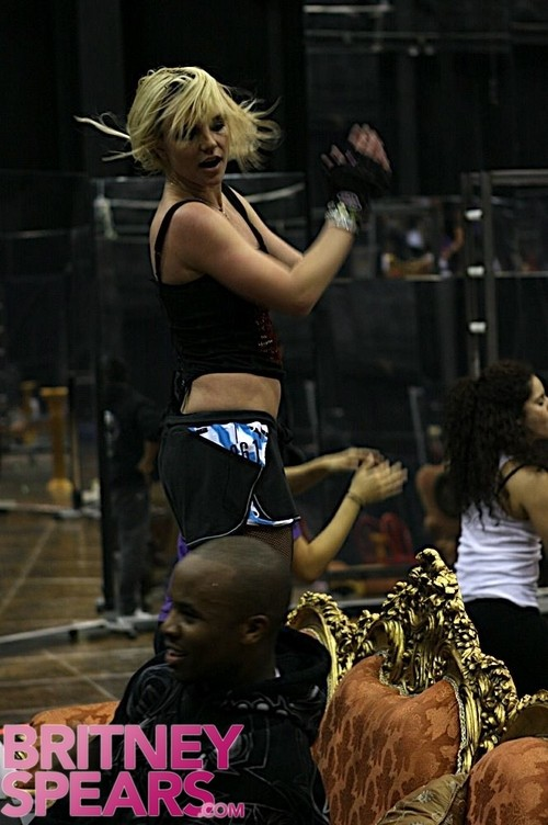 Britney Spears - The Circus Tour(Pics)(More Added 01-28-09) Galler11