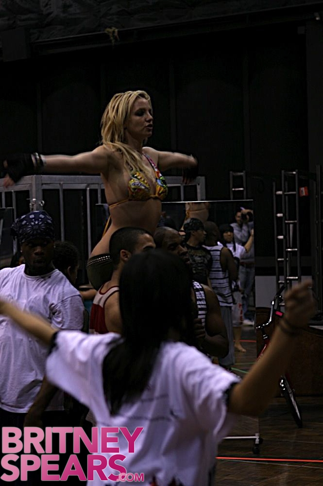 Britney Spears - The Circus Tour(Pics)(More Added 01-28-09) Galler15