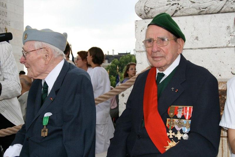 """CASTA François: """"L'épée et la croix""""... 89 ans, il a vécu la Seconde Guerre mondiale, l'Indochine, l'Algérie. Il est à la fois corse, prêtre, et fut officier parachutiste Img_5210"""