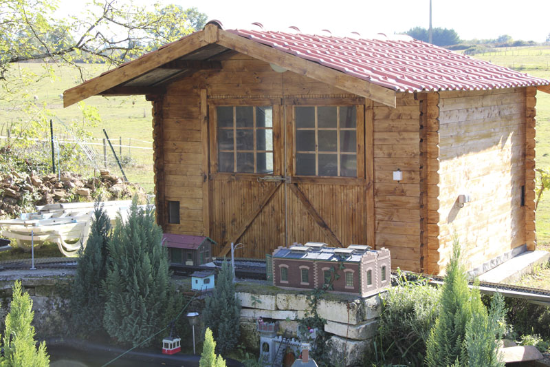 Today on the CFHC - Page 14 Shed1010