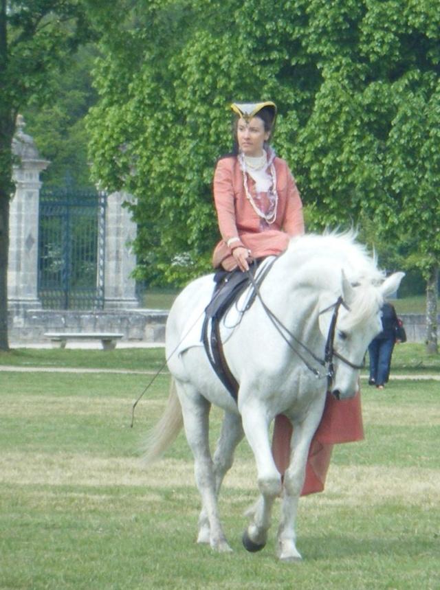 Une cavalière pratiquant, entre autres, l'équitation en amazone Epsom-10