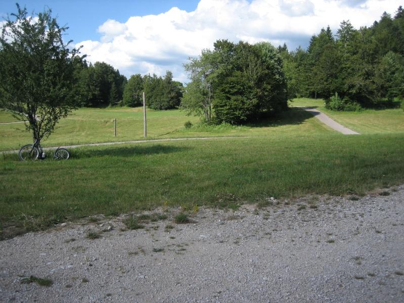 Stade de biathlon Vassieux en Vercors dans la Drôme-piste goudronnée Img_0818